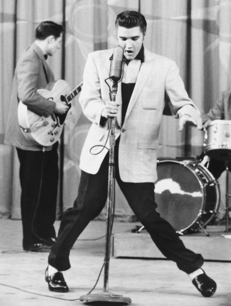 elvis-presley-performing