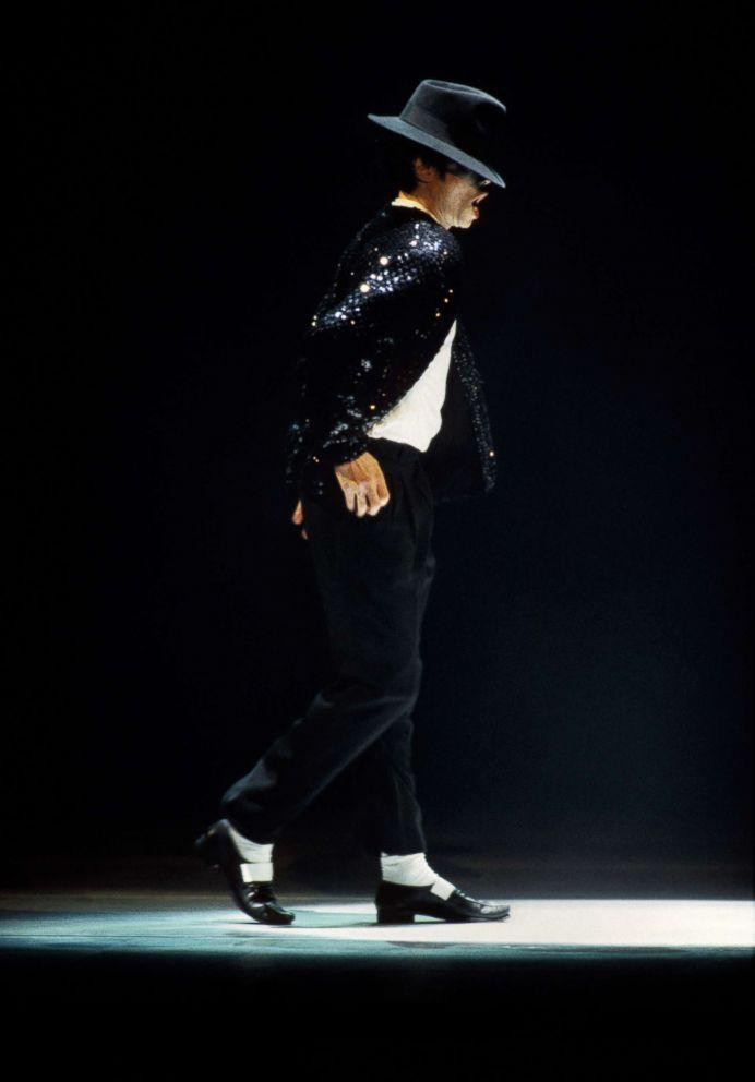 michael-jackson-moonwalk-
